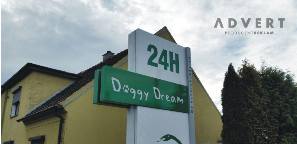 Pylon z semaforem Doggy DREAM - rEKLAMA aDVERT oPOLE