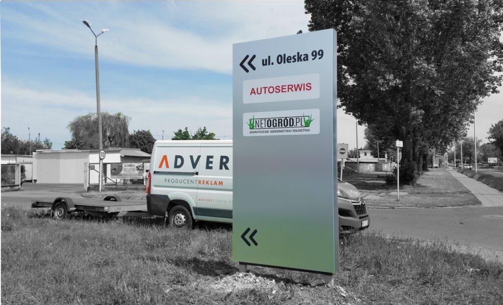 pylon wjazdowy kierunkowy -producent pylonow reklamowych advert opole