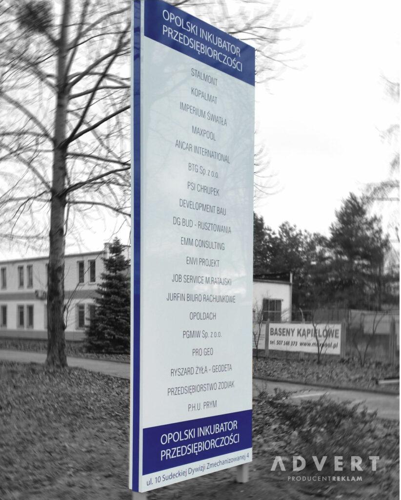 pylon z nazwami firm najemcow open space - advert producent pylonow