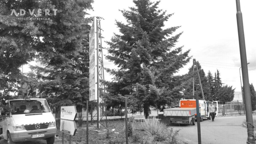 pylony dla firm -pylon led - advert reklama