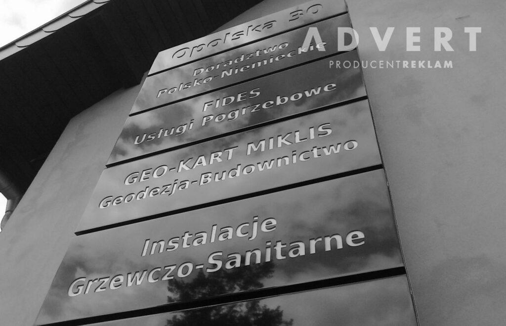 PYLON REKLAMOWY Z NAZWAMI FIRM- producent pylonow advert