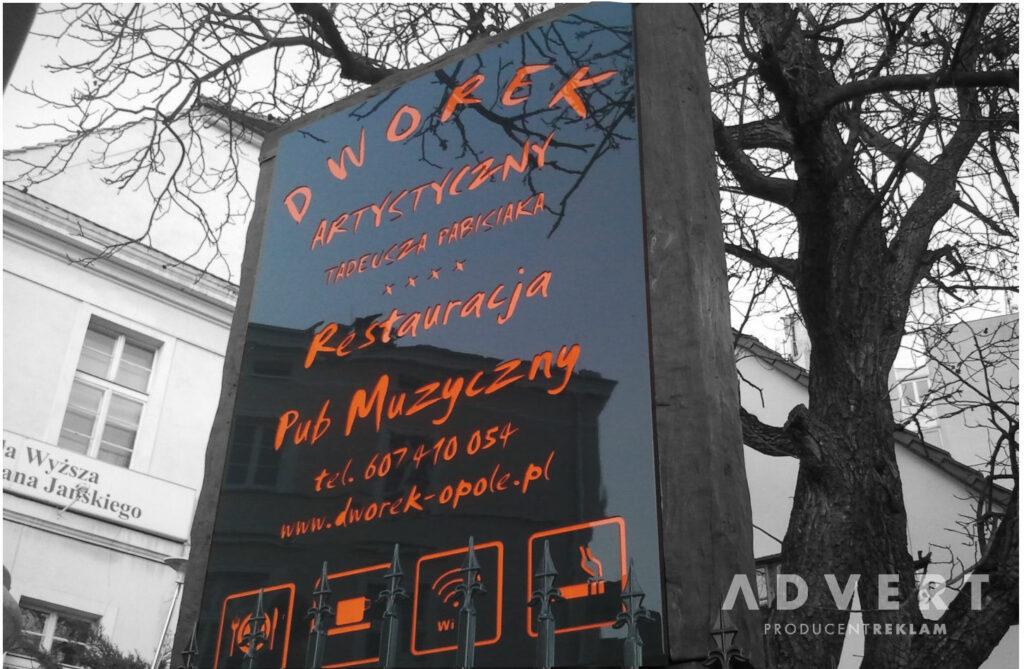 pylon dla pubu muzycznego - producent reklam i pylonow advert
