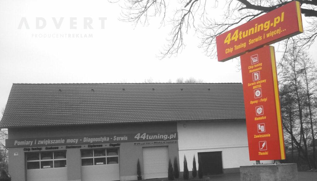 pylon reklamowy z semaforem dla stacji tuningu aut-producent pylonow advert