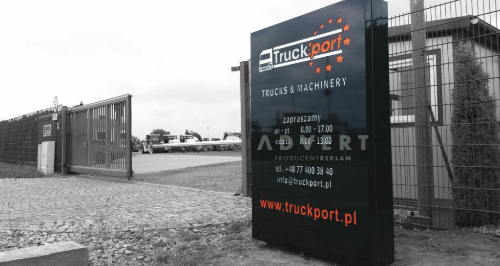 pylon reklamowy przy bramie wjazdowej Truck PORT