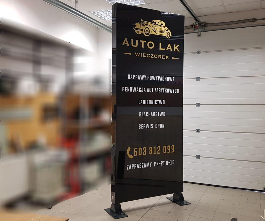 pylon reklamowy na wysyłkę Auto Lak z Pietny