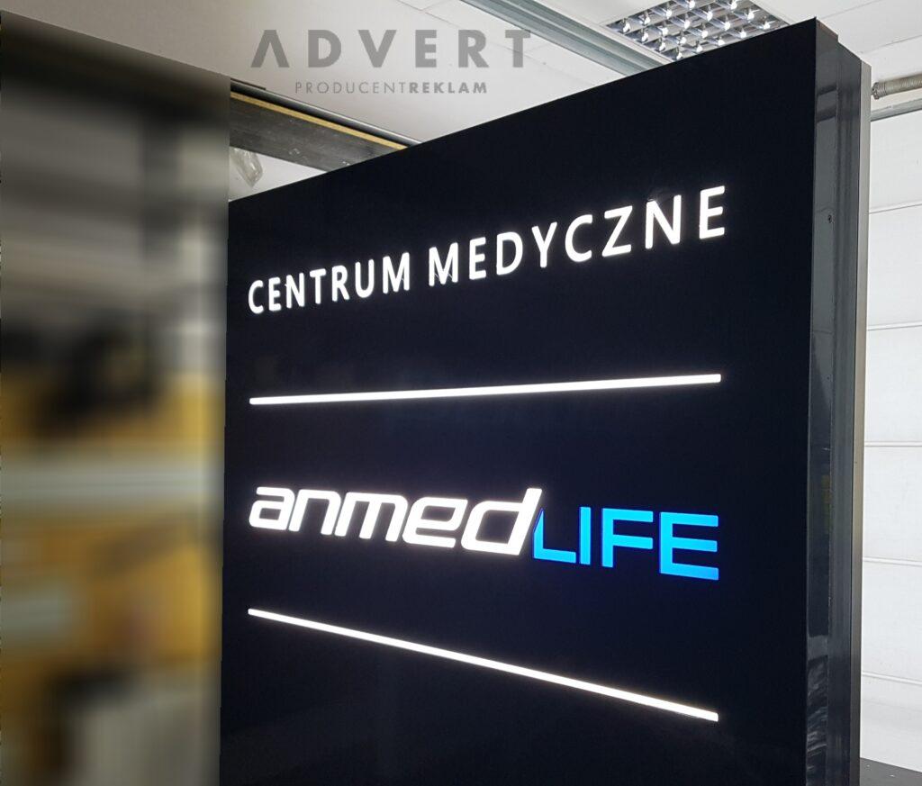 pylon reklamowy Centrum Medyczne AnMed