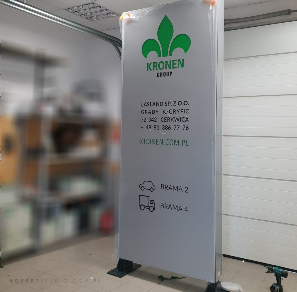 pylon reklamowy LED z dostawą Kronen